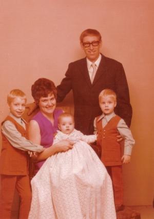 Egil og Yvonne med børnene peter