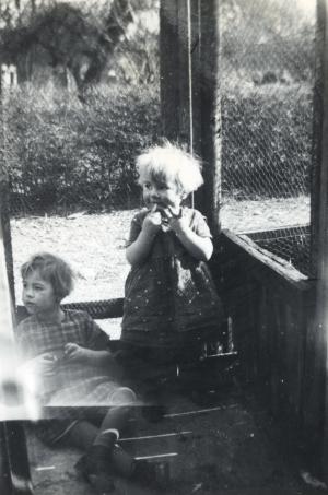 1937 Karen & Jytte