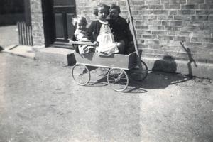 1938 Jytte, Nanna & Karen